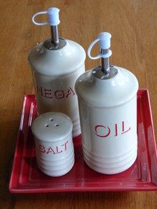 olijfolie, azijn, peper en zout stel.